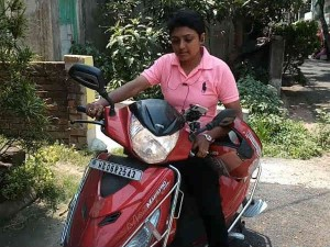 Rupa Choudhury Became The Country First Delivery Girl For Swiggy In Kolkata