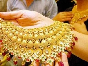 Gold Shines By Rs 110 Silver Rises By Rs 300 In India