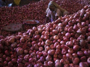Price Of Onion Reduced After Raid Of Income Tax Department On Traders Warehouses