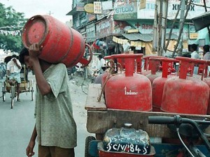 Lpg Price Hike By Rs 25 For The Second Time In 4 Days
