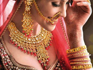 Gold Prices Rise Yet Cheaper By About Rs 10000 From Its The Highest Prices Rise