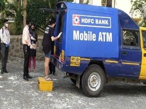 Hdfc Bank Mobile Atm Plenty Of Services Available In 50 Cities You Can Also Avail