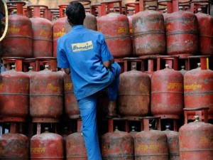 Commercial Lpg Gas Cylinder Price Cut By More Than Rs 100 From 1 June