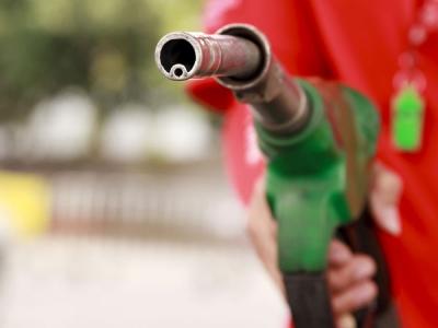 लगातार दूसरे दिन बढ़े पेट्रोल-डीजल के दाम